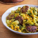 תבשיל קציצות דגים עם מנגולד חומוס וארטישוק ירושלמי