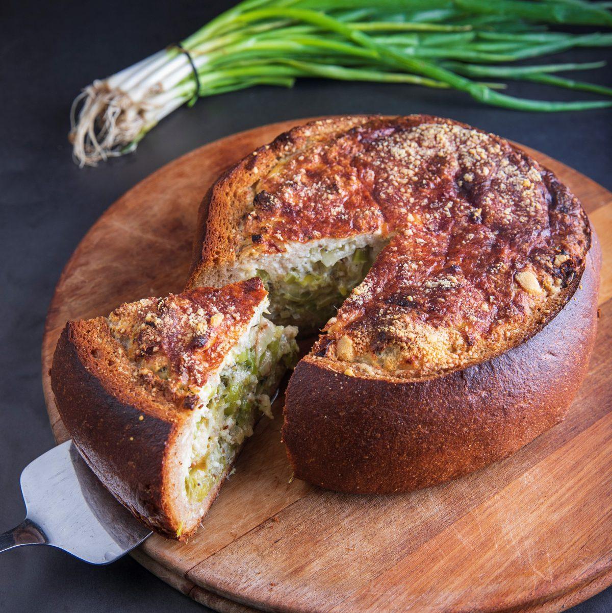מאפה לחם עם גבינות וכרשה